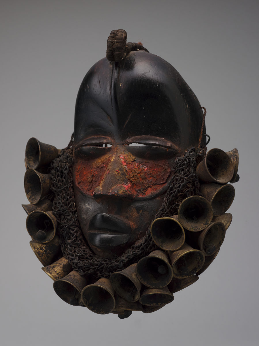 Wé artist, Ivory Coast, Mask, late 19th–20th century. Wood, iron chains, brass bells, pigment (probably camwood and kola nuts), and fiber, h. 25.4 cm. Princeton University Art Museum. Museum purchase, Fowler McCormick, Class of 1921, Fund Provenance: Alfred Muller, Saint-Gratien, France, by 1970. Pace Gallery, New York. Marian and Daniel Malcolm, Tenafly, New Jersey, from 1973