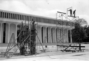 Installation of Fountain of Freedom. Photo: Princeton University Library