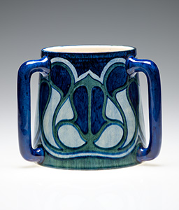Newcomb Pottery, Lillian Anne Guedry (decorator); Joseph Meyer (potter), Tyg with a floral design rendered in cross section, ca. 1900. Ceramic, h. 16.5 cm. Newcomb Art Collection, Tulane University