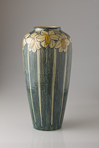 Newcomb Pottery, Harriet Coulter Joor (decorator); Joseph Meyer (potter), Vase with a design of daffodils, ca. 1903. Ceramic, h. 46.3 cm. Newcomb Art Collection, Tulane University