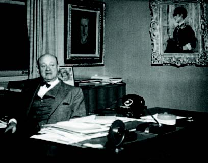 Henry Pearlman in his office. Image courtesy The Henry and Rose Pearlman Foundation